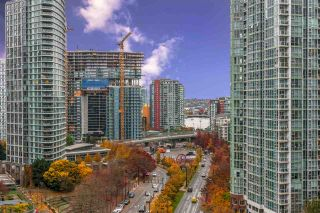 """Photo 1: 1404 238 ALVIN NAROD Mews in Vancouver: Yaletown Condo for sale in """"PACIFIC PLAZA"""" (Vancouver West)  : MLS®# R2318751"""