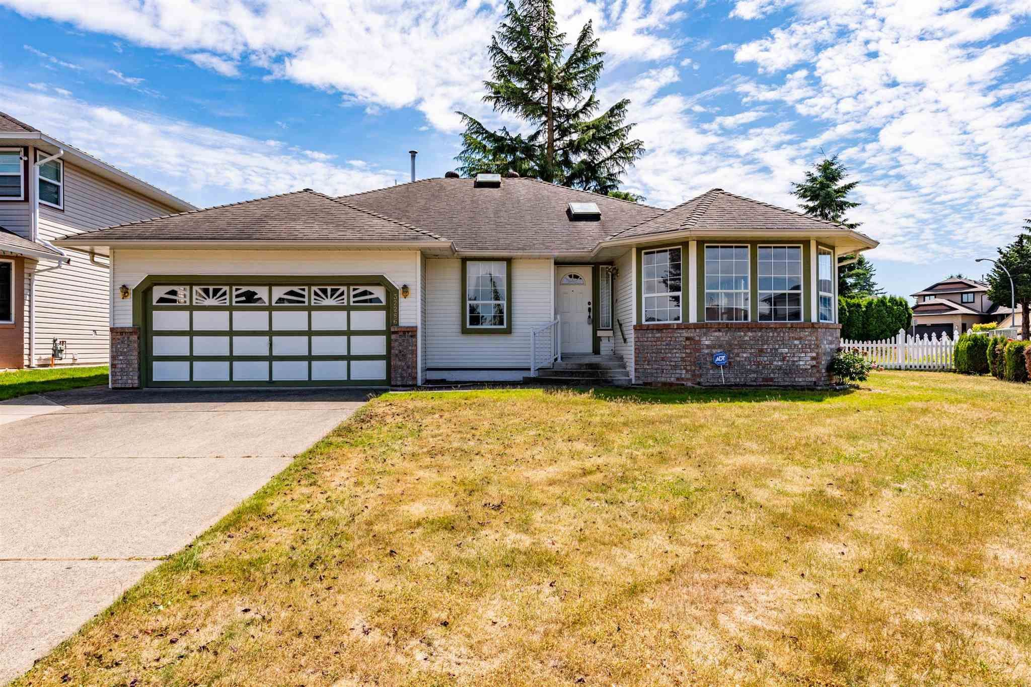 """Main Photo: 32286 SLOCAN Place in Abbotsford: Abbotsford West House for sale in """"Fairfield"""" : MLS®# R2596465"""