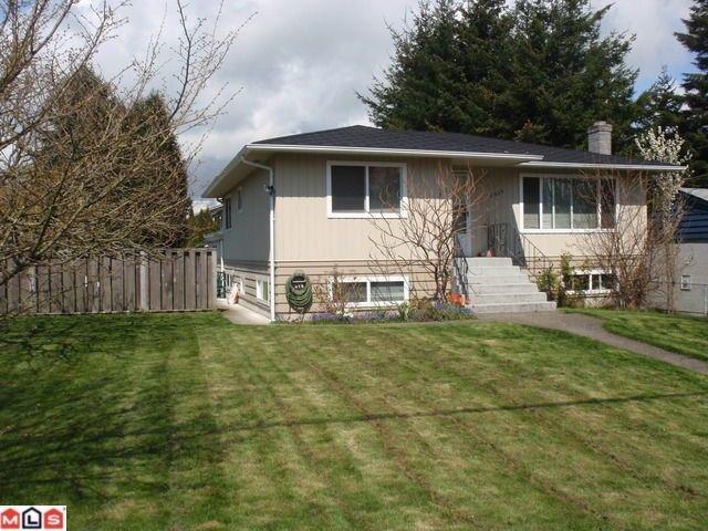 Main Photo: 15655 RUSSELL AV: White Rock House for sale (South Surrey White Rock)  : MLS®# F1110511