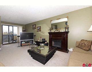 """Photo 3: 205 17661 58A Avenue in Surrey: Cloverdale BC Condo for sale in """"WYNDHAM ESTATES"""" (Cloverdale)  : MLS®# F2906679"""
