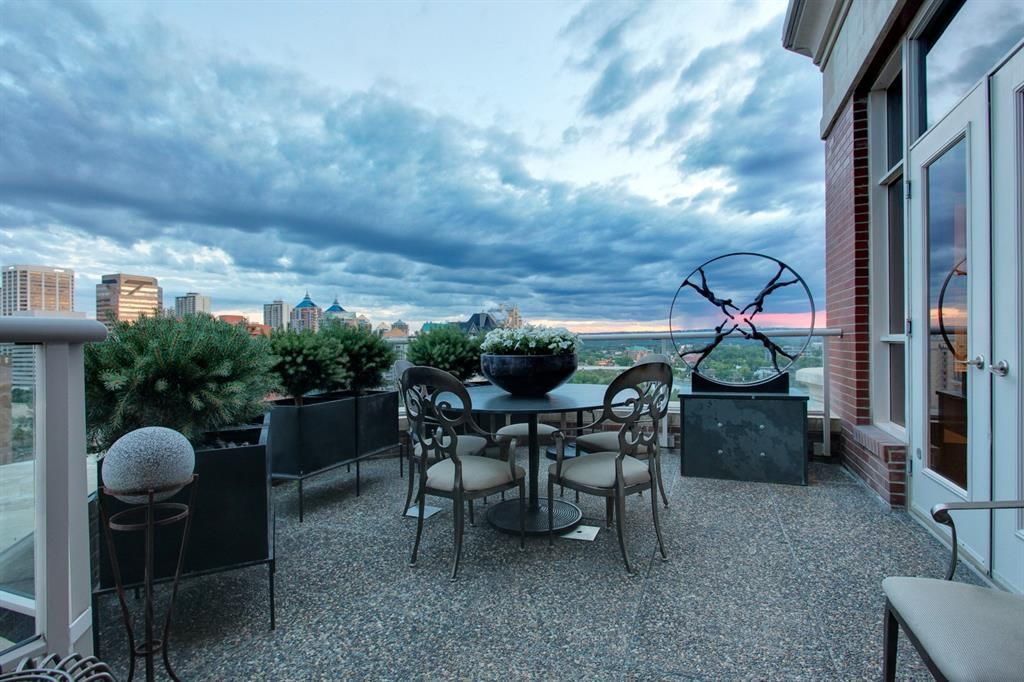 Main Photo: 1301 690 PRINCETON Way SW in Calgary: Eau Claire Apartment for sale : MLS®# A1094450