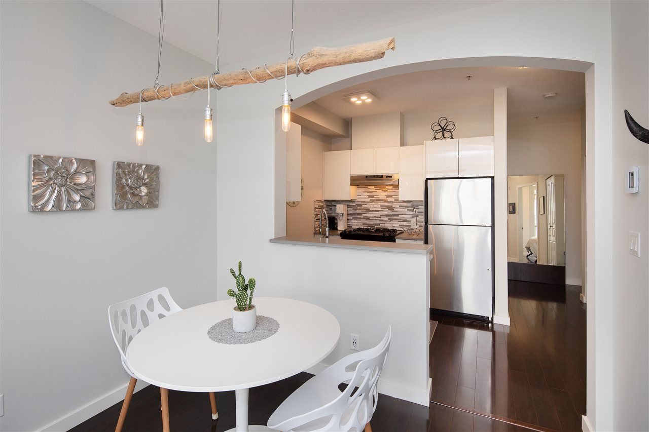 """Photo 6: Photos: 304 2175 SALAL Drive in Vancouver: Kitsilano Condo for sale in """"SAVONA"""" (Vancouver West)  : MLS®# R2460971"""