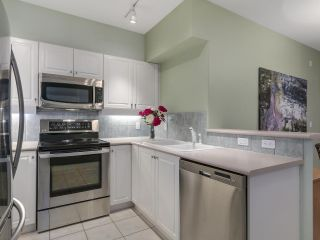 """Photo 9: 301 2755 MAPLE Street in Vancouver: Kitsilano Condo for sale in """"THE DAVENPORT"""" (Vancouver West)  : MLS®# R2122011"""