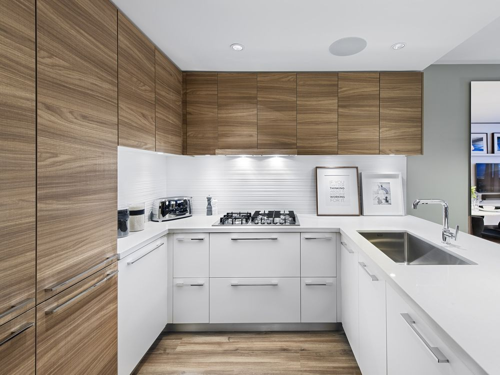 Photo 7: Photos: 1900 7388 Kingsway in Burnaby: Edmonds BE Condo for sale (Burnaby East)