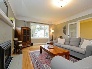 Photo 3: 700 Cowper St in VICTORIA: SW Gorge House for sale (Saanich West)  : MLS®# 782916