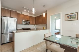 """Photo 8: 2002 280 ROSS Drive in New Westminster: Fraserview NW Condo for sale in """"THE CARLYLE"""" : MLS®# R2504994"""