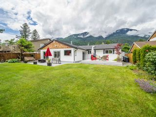 "Photo 20: 41562 ROD Road in Squamish: Brackendale House for sale in ""Brackendale"" : MLS®# R2269959"