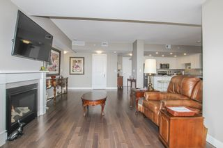 Photo 9: 812 15333 16 AVENUE in Surrey: King George Corridor Condo for sale (South Surrey White Rock)  : MLS®# R2455911