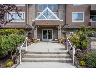 "Photo 2: 107 15375 17 Avenue in Surrey: King George Corridor Condo for sale in ""Carmel Place"" (South Surrey White Rock)  : MLS®# R2536905"