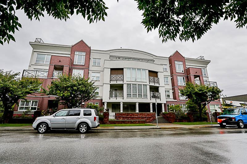 """Main Photo: 204 2335 WHYTE Avenue in Port Coquitlam: Central Pt Coquitlam Condo for sale in """"CHANCELLOR COURT"""" : MLS®# R2178989"""