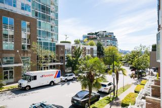 """Photo 8: 208 910 BEACH Avenue in Vancouver: Yaletown Condo for sale in """"910 BEACH AVE"""" (Vancouver West)  : MLS®# R2617665"""