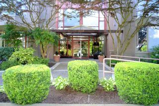 """Photo 2: 503 2108 W 38TH Avenue in Vancouver: Kerrisdale Condo for sale in """"The Wilshire"""" (Vancouver West)  : MLS®# R2058864"""