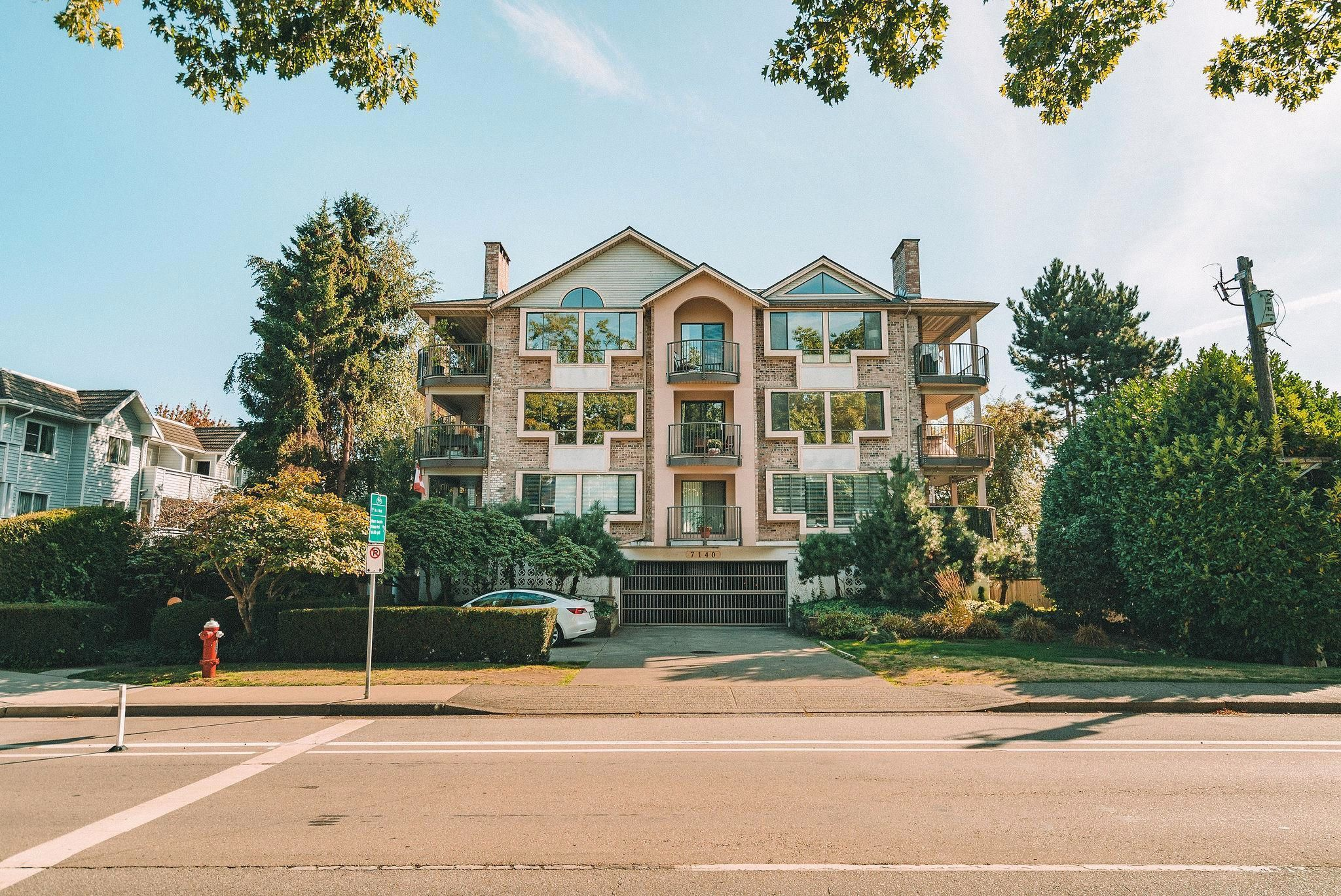 """Main Photo: 205 7140 GRANVILLE Avenue in Richmond: Brighouse South Condo for sale in """"Parkview Court"""" : MLS®# R2616786"""