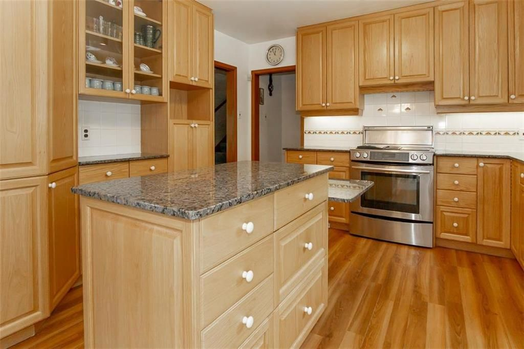 Photo 7: Photos: 128 Sterling Avenue in Winnipeg: Meadowood Residential for sale (2E)  : MLS®# 202011390
