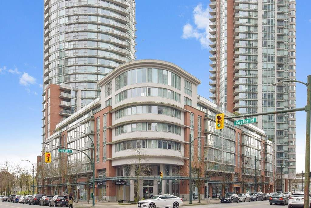 Main Photo: 315 618 ABBOTT Street in Vancouver: Downtown VW Condo for sale (Vancouver West)  : MLS®# R2556995