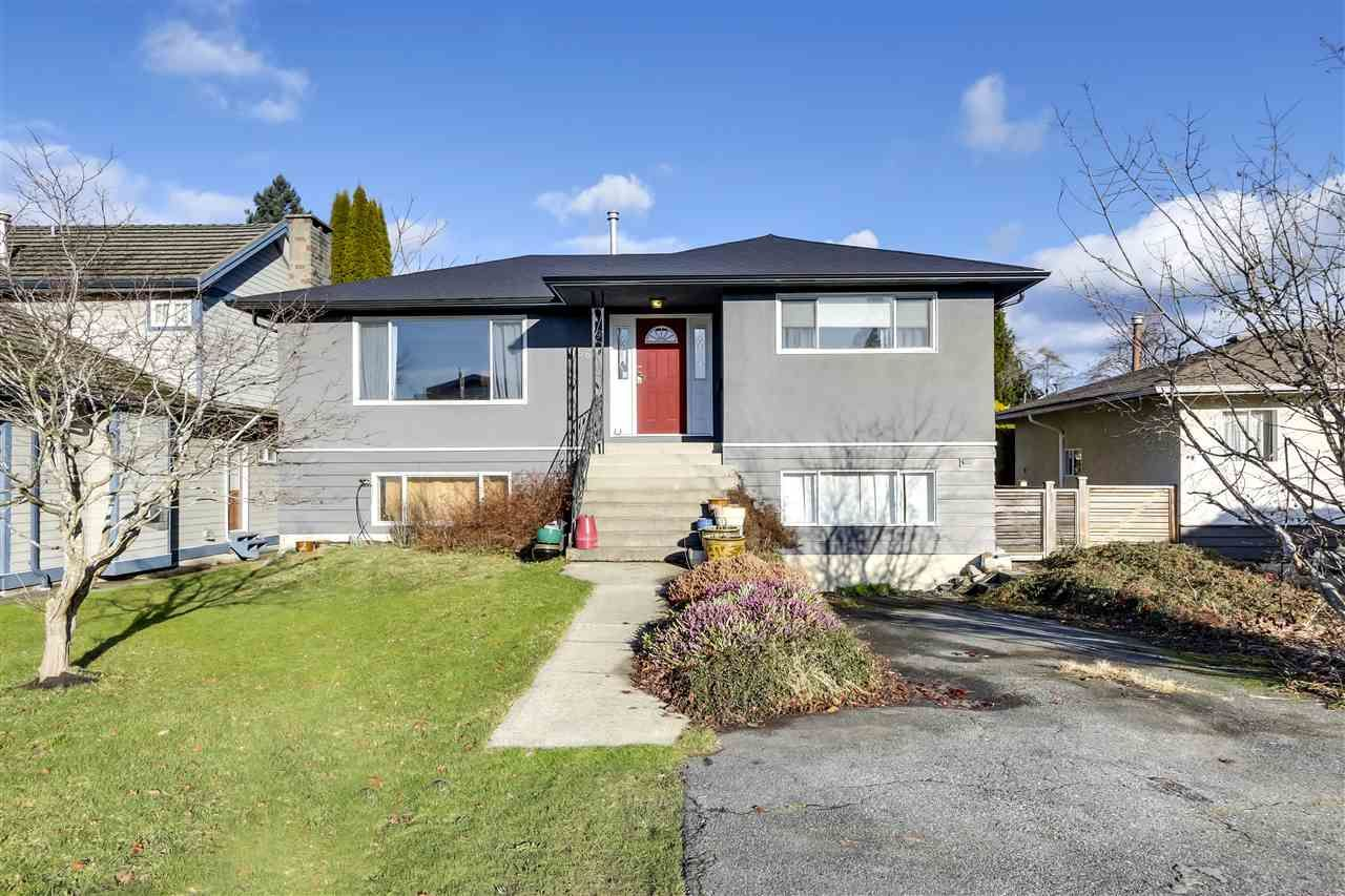"Main Photo: 756 E 10TH Street in North Vancouver: Boulevard House for sale in ""BOULEVARD"" : MLS®# R2527385"