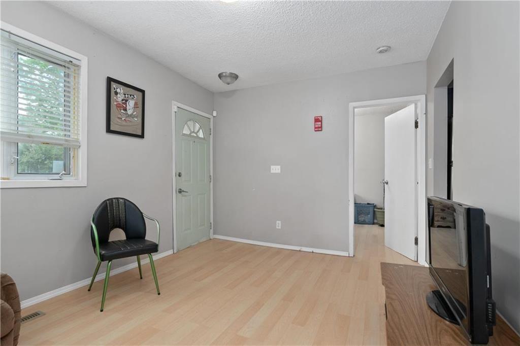 Photo 5: Photos: 364 Lariviere Street in Winnipeg: Norwood Residential for sale (2B)  : MLS®# 202115255