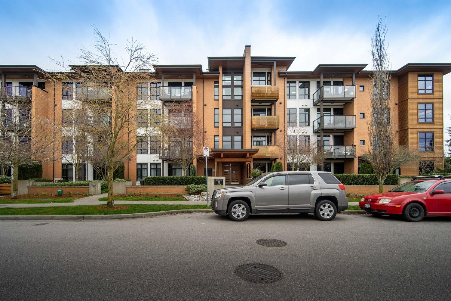 Main Photo: 201 220 SALTER Street in New Westminster: Queensborough Condo for sale : MLS®# R2557447