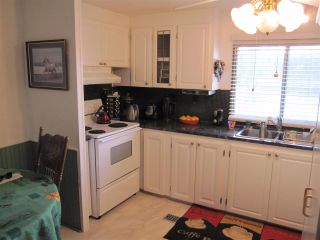 """Photo 6: 104 9950 WILSON Street in Mission: Stave Falls Manufactured Home for sale in """"Ruskin Place"""" : MLS®# R2123611"""