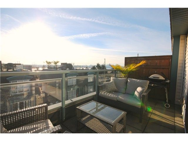 """Main Photo: 26 288 ST DAVIDS Avenue in North Vancouver: Lower Lonsdale Townhouse for sale in """"ST DAVID'S LANDING"""" : MLS®# V1041759"""