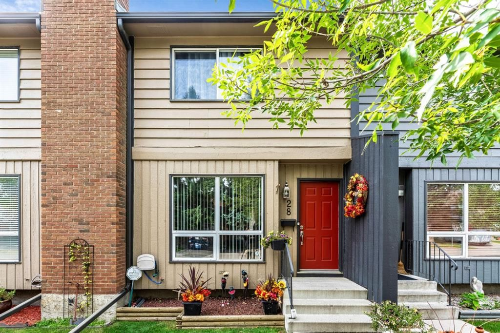 Main Photo: 28 9908 Bonaventure Drive SE in Calgary: Willow Park Row/Townhouse for sale : MLS®# A1147501