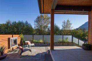 """Photo 2: 1555 JUDD Road in Squamish: Brackendale House for sale in """"Brackendale"""" : MLS®# R2496998"""