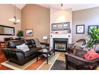 """Photo 2: 15053 27A Avenue in Surrey: Sunnyside Park Surrey Townhouse for sale in """"DAVENTRY"""" (South Surrey White Rock)  : MLS®# F1421884"""