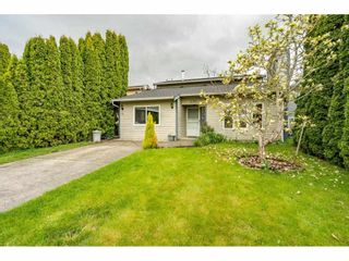 """Photo 2: 2391 WAKEFIELD Drive in Langley: Willoughby Heights House for sale in """"LANGLEY MEADOWS"""" : MLS®# R2577041"""