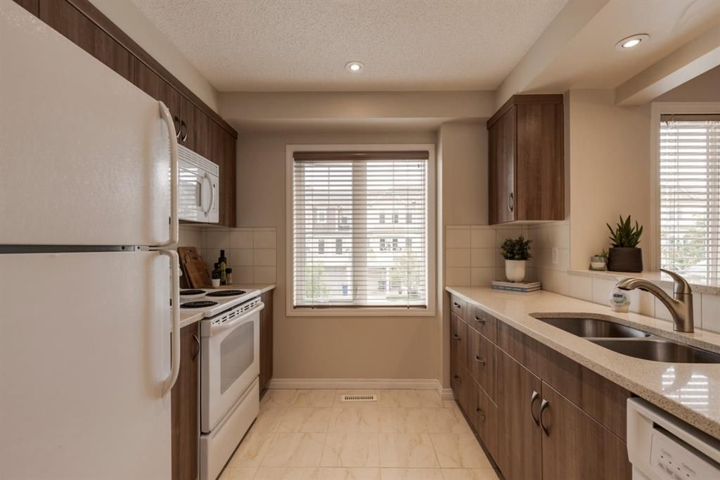 Photo 8: Photos: 108 Windstone Mews SW: Airdrie Row/Townhouse for sale : MLS®# A1142161