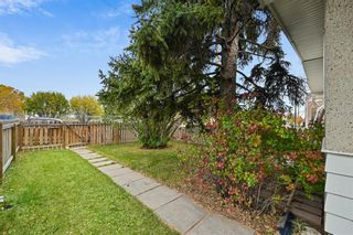 Photo 2: 2107 50 Avenue SW in Calgary: North Glenmore Park Semi Detached for sale : MLS®# A1151059