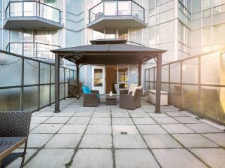 """Photo 4: 304 1212 HOWE Street in Vancouver: Downtown VW Condo for sale in """"1212 HOWE by Wall Financial"""" (Vancouver West)  : MLS®# R2221746"""