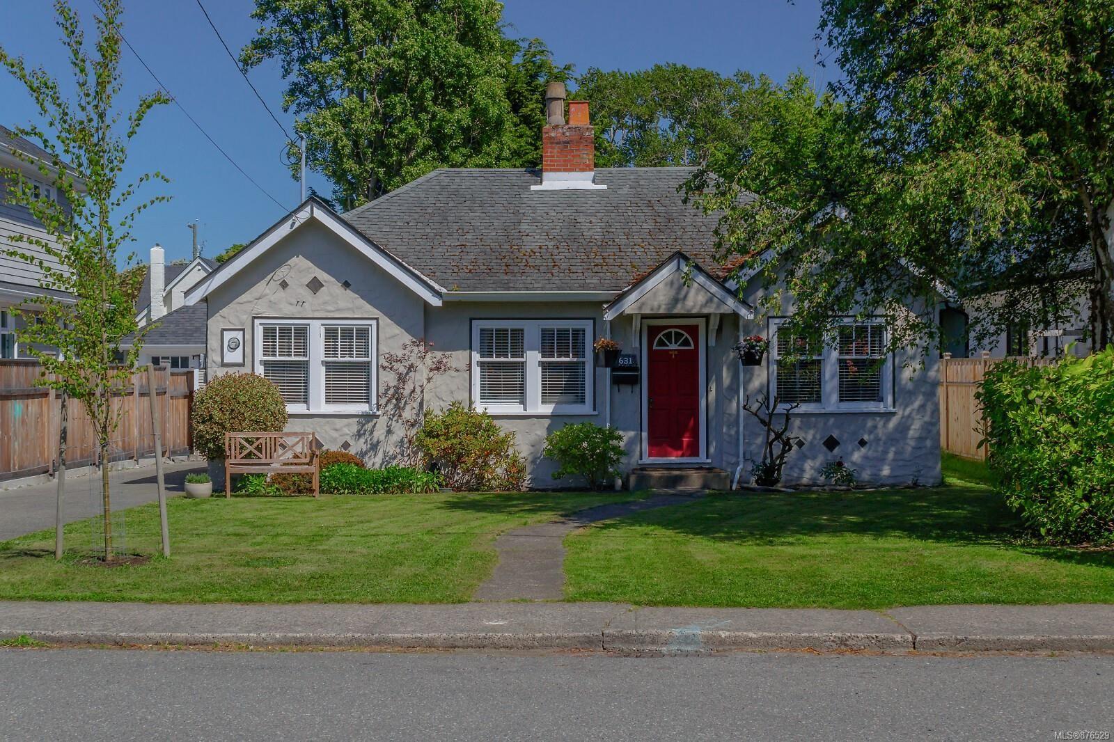 Main Photo: 631 Oliver St in : OB South Oak Bay House for sale (Oak Bay)  : MLS®# 876529
