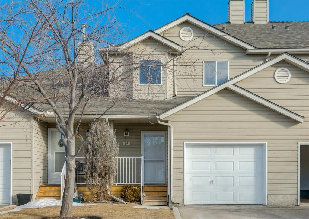 Main Photo: 44 Mt Aberdeen Manor SE in Calgary: McKenzie Lake Row/Townhouse for sale : MLS®# A1078644