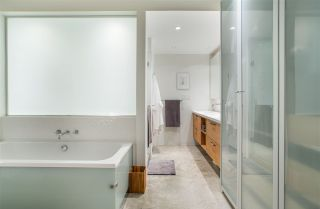 """Photo 12: 303 55 E CORDOVA Street in Vancouver: Downtown VE Condo for sale in """"Koret Lofts"""" (Vancouver East)  : MLS®# R2536365"""