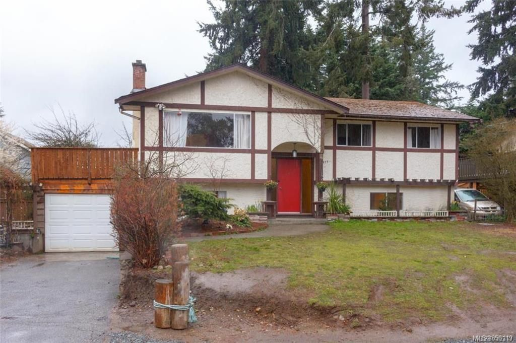 Main Photo: 911 Terlane Ave in : La Glen Lake House for sale (Langford)  : MLS®# 856119