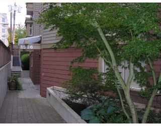 "Photo 1: 402 1586 W 11TH Avenue in Vancouver: Fairview VW Condo for sale in ""TORREY PINES"" (Vancouver West)  : MLS®# V672396"