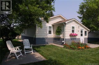Photo 3: 942 Willow Street in Pincher Creek: House for sale : MLS®# A1143402