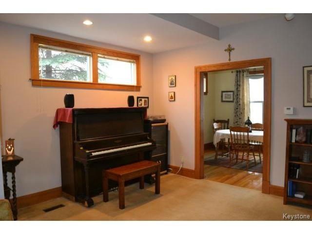 Photo 4: Photos: 260 Montrose Street in WINNIPEG: River Heights / Tuxedo / Linden Woods Residential for sale (South Winnipeg)  : MLS®# 1426549