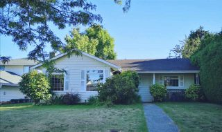 Photo 1: 15358 21 Avenue in Surrey: King George Corridor House for sale (South Surrey White Rock)  : MLS®# R2491821