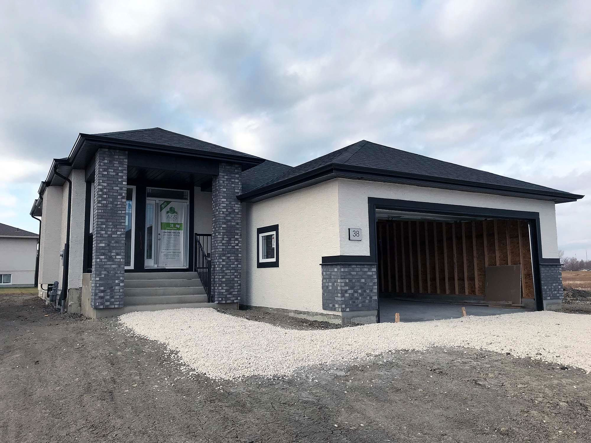 Main Photo: 38 Falcon Cove in St Adolphe: Tourond Creek Residential for sale (R07)  : MLS®# 202027282