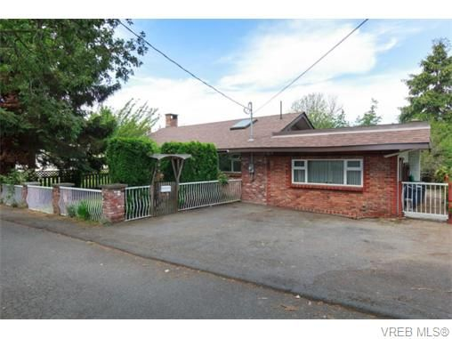 Main Photo: 2864 Wyndeatt Ave in VICTORIA: SW Gorge House for sale (Saanich West)  : MLS®# 745403