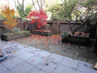"""Photo 1: 107 211 W 3RD Street in North Vancouver: Lower Lonsdale Condo for sale in """"Villa Aurora"""" : MLS®# V858801"""