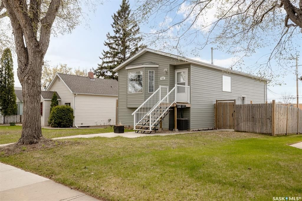 Main Photo: 415 L Avenue North in Saskatoon: Westmount Residential for sale : MLS®# SK864268