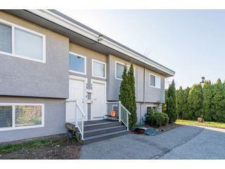 """Photo 2: 13 33900 MAYFAIR Avenue in Abbotsford: Central Abbotsford Townhouse for sale in """"Mayfair Gardens"""" : MLS®# R2563828"""