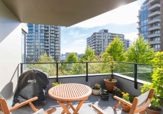 """Photo 2: 403 151 W 2ND Street in North Vancouver: Lower Lonsdale Condo for sale in """"SKY"""" : MLS®# R2389638"""