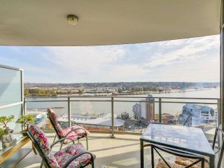"Photo 7: 2501 888 CARNARVON Street in New Westminster: Downtown NW Condo for sale in ""MARINUS"" : MLS®# R2115352"