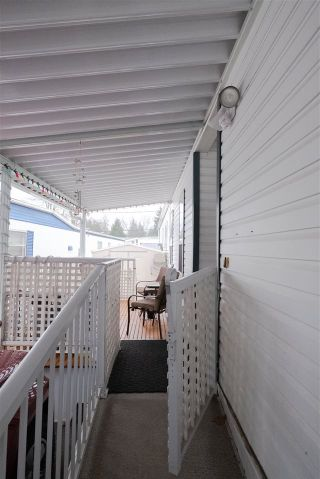 Photo 5: 35 8266 KING GEORGE Boulevard in Surrey: Bear Creek Green Timbers Manufactured Home for sale : MLS®# R2532673