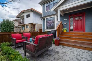 "Photo 17: 1816 E 14TH Avenue in Vancouver: Grandview VE 1/2 Duplex for sale in ""TROUT LAKE"" (Vancouver East)  : MLS®# R2354239"