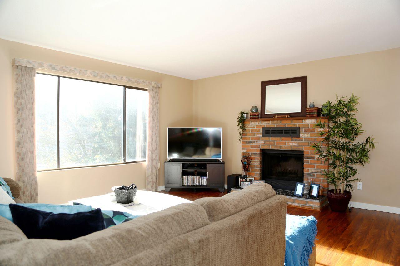 "Photo 5: Photos: 34907 GLENN MOUNTAIN Drive in Abbotsford: Abbotsford East House for sale in ""Glenn Mountain"" : MLS®# R2323820"