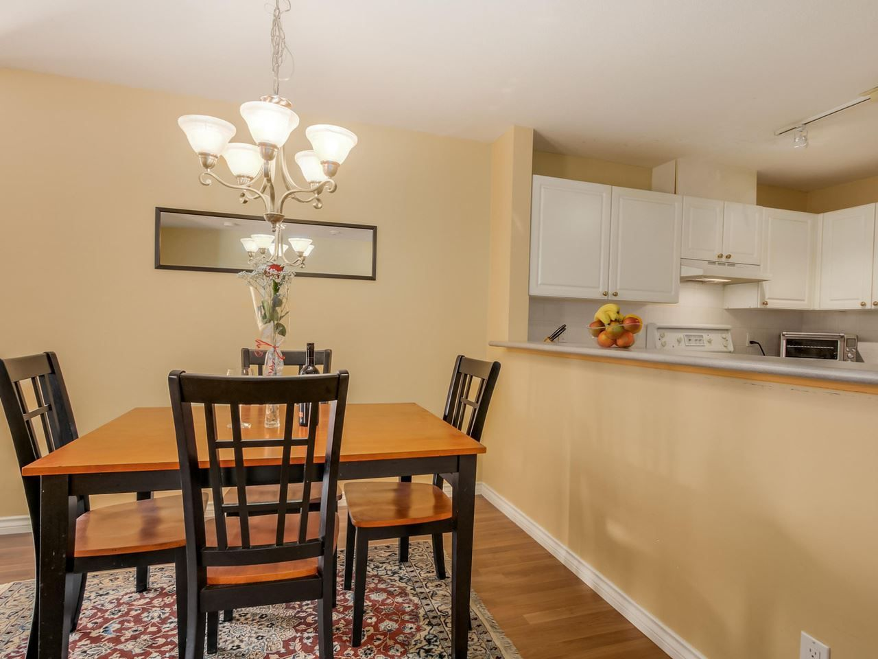 """Photo 6: Photos: 304 137 W 17 Street in North Vancouver: Central Lonsdale Condo for sale in """"Westgate"""" : MLS®# R2075830"""